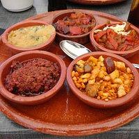 Tapas de pratos típicos