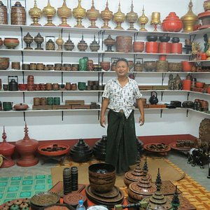 Winmyinthan  (Win) Jasmine with his quality lacquerware