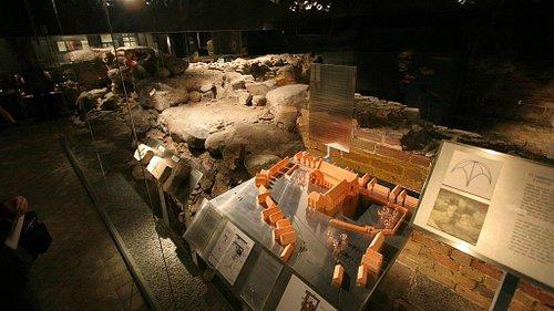 Gråbrødrekloster Museet - underjordisk museum i Aalborgs store gågade, Bispensgade.