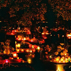 candle lights at Podgorski Cementery