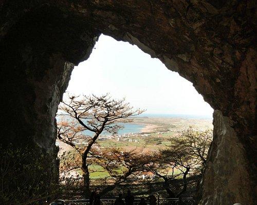Vista de dentro da gruta no monte sanbang