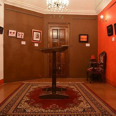 Temporal exhibition's salon
