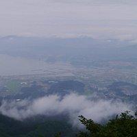山頂の一歩手前から見た陸前高田市街