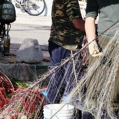 Berufsfischer retablieren Ihre Netze