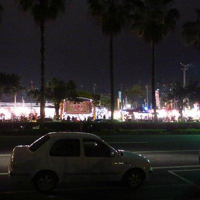 外観 大きな夜市です