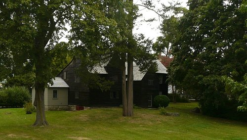 The Joshua Hemspetd House, built in 1678, is the oldest in New London.