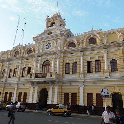 Vista de la fachada principal.