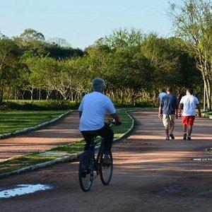 Pista para caminhadas e ciclismo.