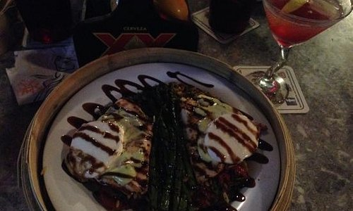 Yummy chicken and a cosmopolitan !
