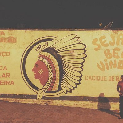 Clássico mural na entrada da quadra