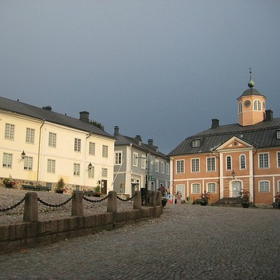 Porvoo Museum and Holm House (on the left)