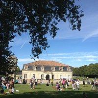 Fin de journée de festival Rochefort en Accords, on est bien sur le site de la Corderie Royale