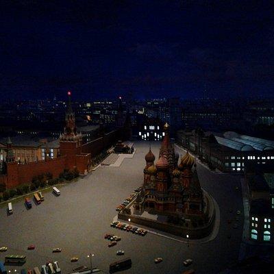 Вид на собор и Спасскую башню