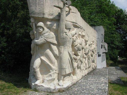 """""""И всё таки мы победили!.."""" Памятник героическому штурму неприступного форта."""