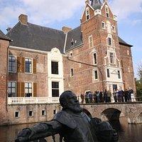 Kasteel Cannenburch met Maarten van Rossum op voorgrond