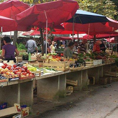 Il mercato della frutta a pula