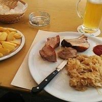 Costine crauti patatine e birra Alleghe