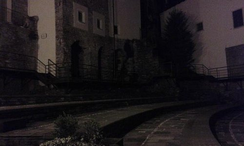 vestigia teatro romano