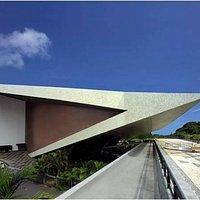 Visão lateral do Teatro Castro Alves