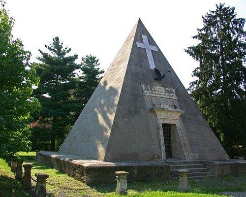 """La piramide """"Ossario della Bicocca"""""""