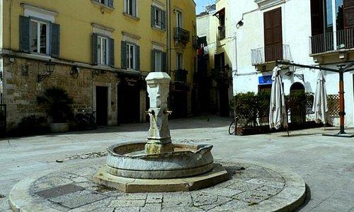 Bari - piazza Mercantile