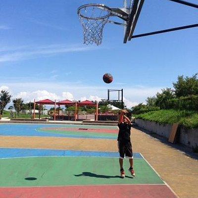 立派なバスケットボールゴール