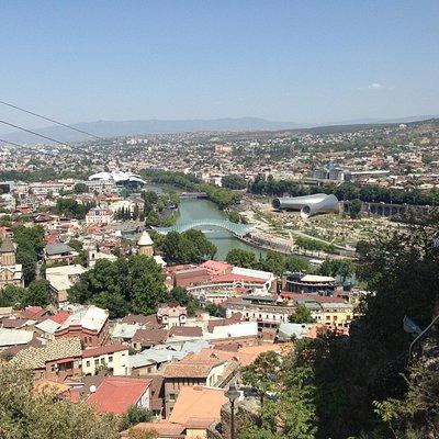 Вид на парк с крепости Нарикала