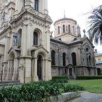 Vista de la Iglesia y el colegio