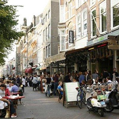 Cafe Brasserie Restaurant de Eeuwige Jachtvelden aan het Plein in Den Haag. Gezellig plein