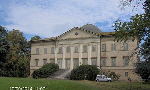 Villa Levi, fronte verso il parco