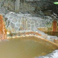 黄金温泉、とも呼ばれている