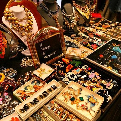 american vintage bijoux at Mercato Monti (on Sundays)