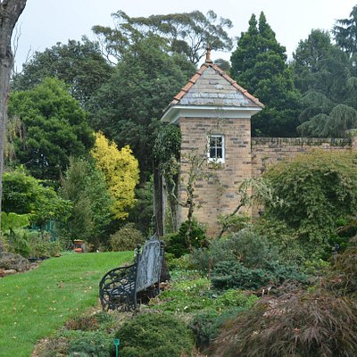 Merry Garth is a delightful blend of formal garden and natural bush