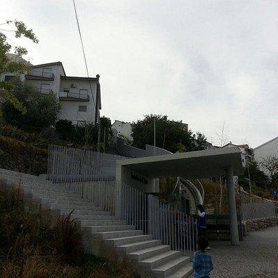 Entrada de baixo do Funicular visto da rua mateus fernandes.