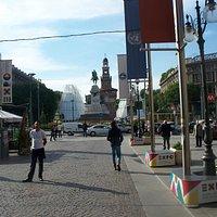 il monumento visto da via Dante