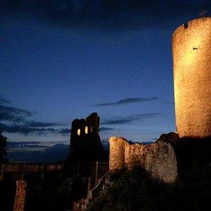 Burgruine Wolfstein bei Nacht