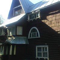 В этом сказочном домике, прекрасном образце северного модерна, находится краеведческий музей Пуш