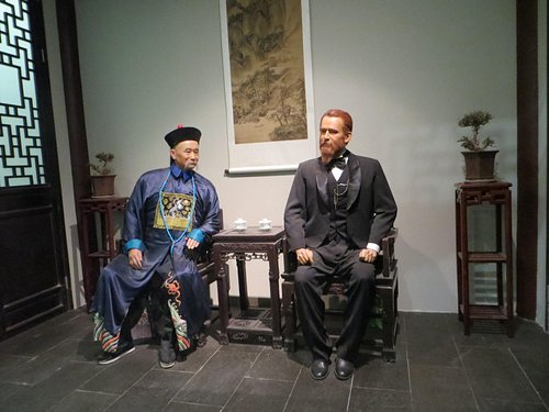 I think this was an American president (future or past...I forget) meeting with Tianjin city off