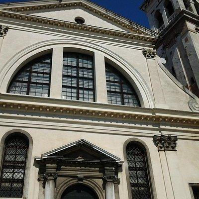 Церковь Сан-Тровазо