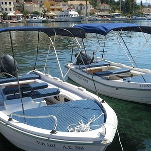 Nice pleasure boats to visit the secluded beaches