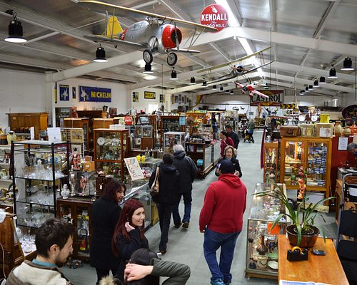 An array of collectibles, vintage, fashion, memorabilia and much more to be discovered!