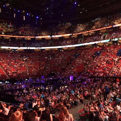 The bell centre filling up before JT
