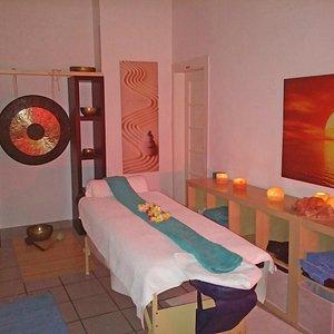 Massagekabine mit Gong und Klangschalen