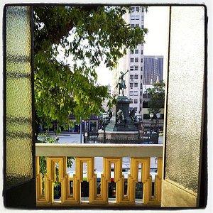 Vista para Praça Tiradentes a partir do Salão Nobre do Teatro Carlos Gomes