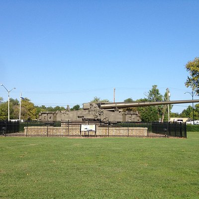 Giant gun outside of the museum