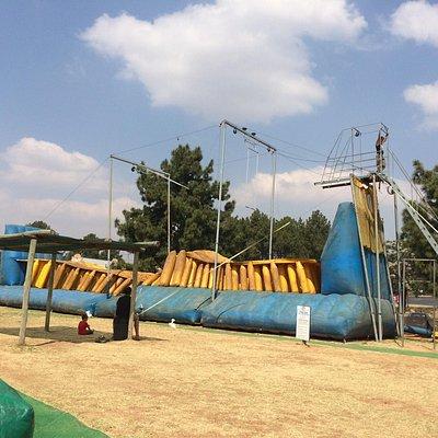 Large trapeze swing