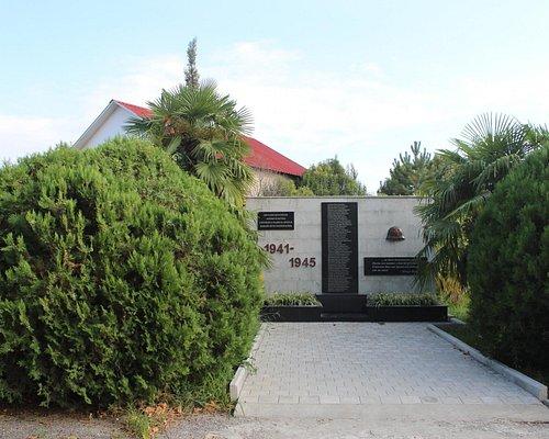 Памятник сотрудникам парка, погибшим во Второй мировой войне.