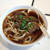 Noodles w braised beef shank