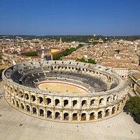 Vue aérienne des Arènes de Nîmes - © L. Boudereaux