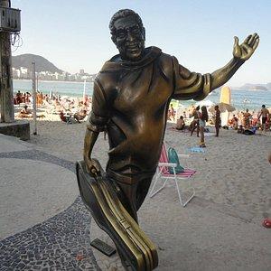 A homenagem a Dorival Caymmi está ao lado do Forte de Copacabana